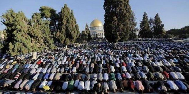 اليوم الأول في رمضان.. عشرات الآلاف يؤدون صلاة الفجر في الأقصى
