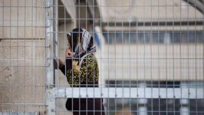 الاحتلال يفرض الحبس المنزلي على موظفة هيئة الأسرى غدير عموري