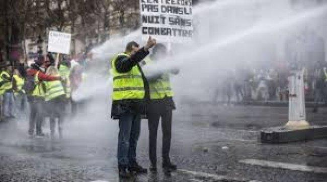 """الشرطة الفرنسية تضرب عن العمل تتضامن مع """"السترات الصفراء"""""""
