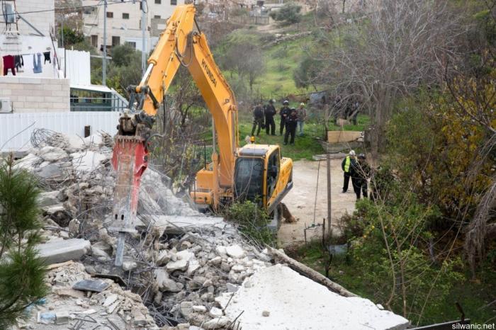 """مركز """"شمس"""": 122 منشأة استهدفها الاحتلال في شهر نيسان بالهدم أو المصادرة أو الإخلاء أو توزيع الإخطارات"""