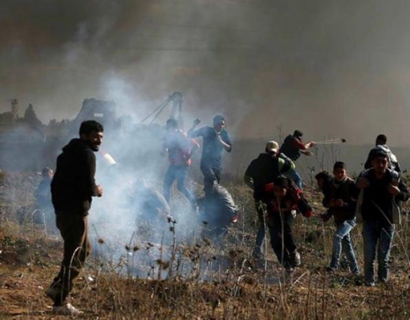 نجاة شبان من غارة جوية للاحتلال جنوب غزة