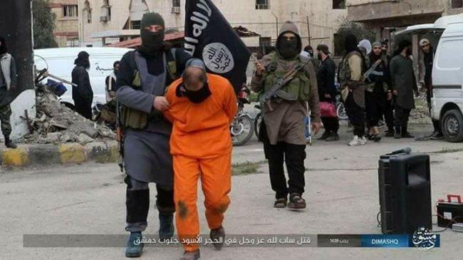 """""""داعش"""" يعدم لاجئاً فلسطينياً في مخيم اليرموك"""