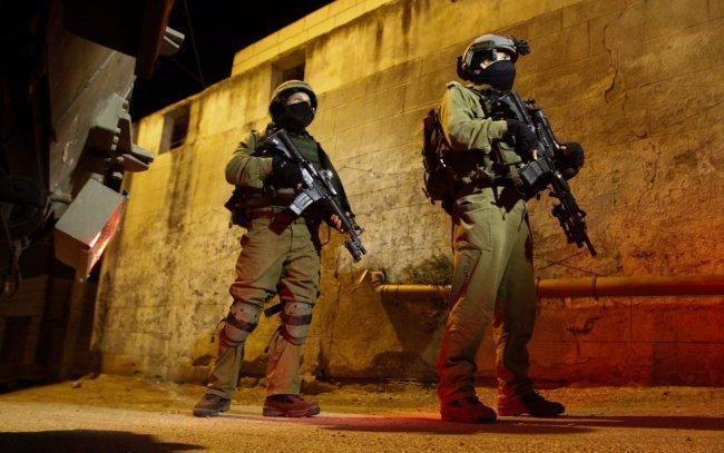 مداهمات واعتقالات ومواجهات بالضفة