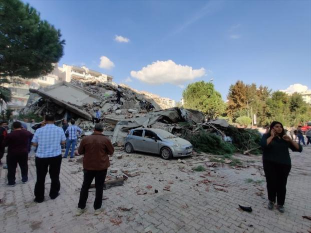 22 قتيلا جراء زلزال تركيا واليونان