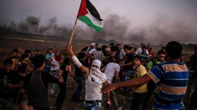 """37 إصابة برصاص الاحتلال على طول حدود قطاع غزة في جمعة """"المسيرة مستمرة"""""""