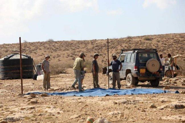 مستوطنون يستولون على أراضٍٍ في قرية بيت اسكاريا جنوب بيت لحم
