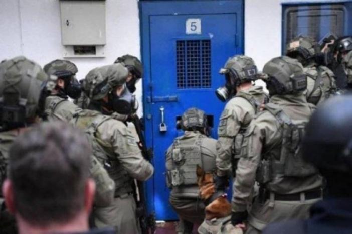 سلطات الاحتلال تُلغي كافة زيارات أهالي الأسرى وزيارات جميع المحامين حتى إشعار آخر