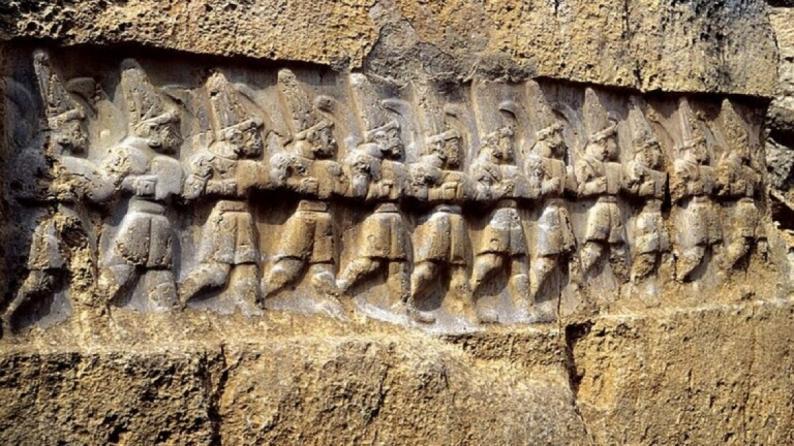 العلماء يكشفون سر تماثيل غامضة عمرها 3200 عام