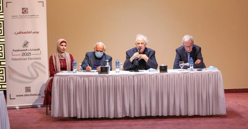 لجنة الانتخابات تطلع الفصائل على اجراءات الترشح