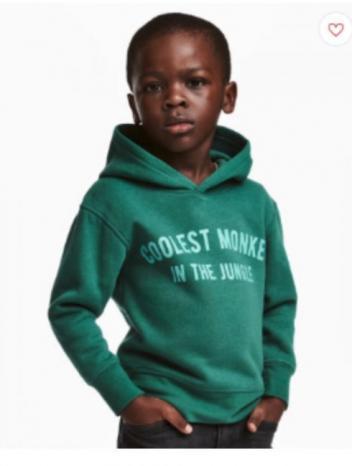 """شركة H&M السويدية تعتذر إثر فضيحة """"أروع قرد في الغابة"""""""