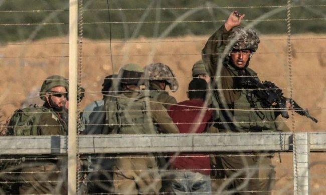 الاحتلال يعتقل شابين جنوب غزة