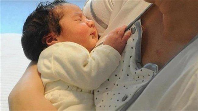 """""""الأطعمة الصلبة"""" تساعد الرضع على النوم بصورة أفضل"""