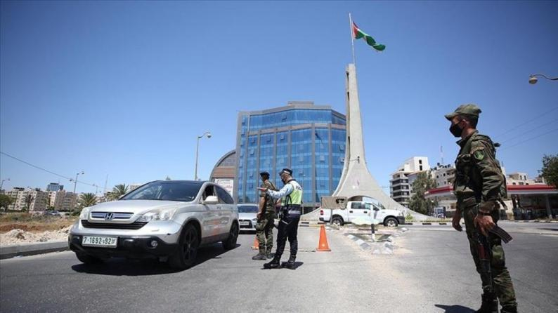 الشرطة: الإغلاق الشامل في الضفة يبدأ اليوم الساعة 8 مساء ويستمر حتى صباح الأحد