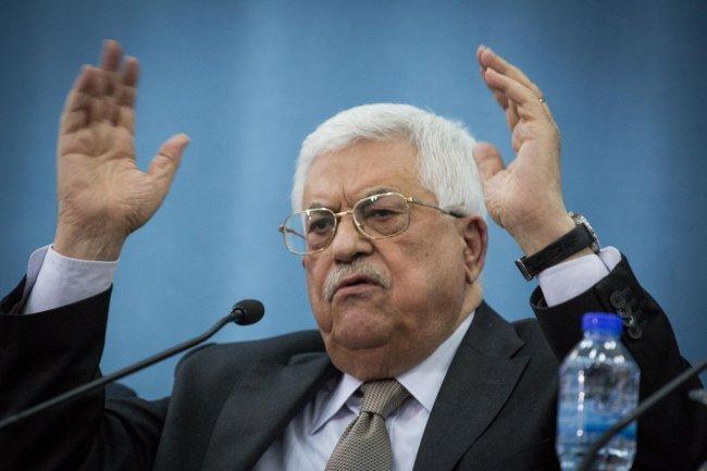 """الاعلام العبري: الرئيس عباس يدرس إعلان غزة """"إقليماً متمرداً"""""""