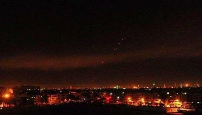 """الدفاعات الجوية للجيش السوري تتصدى لقصف إسرائيلي على """"تل الحارة"""" جنوبي سوريا -فيديو"""