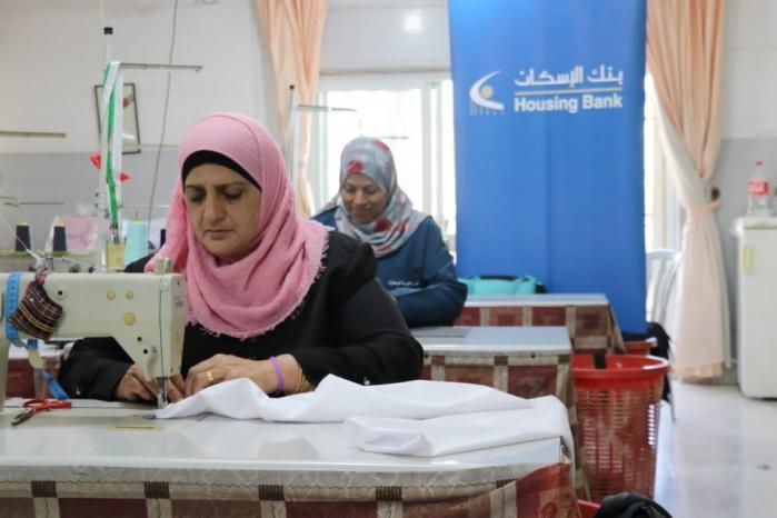 بنك الاسكان يقدم تبرعا لصالح العمل الخيري والإنساني في جمعية إنعاش الأسرة