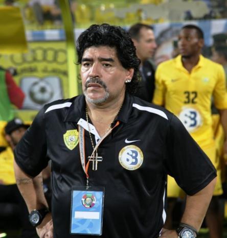 مارادونا يمدد عقده مع خيمناسيا لموسم إضافي