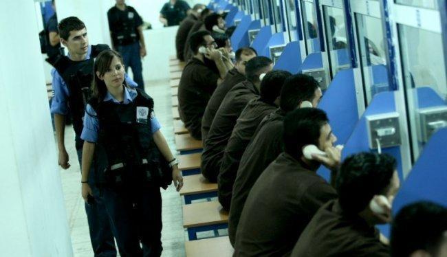 5 أسرى من الضفة يدخلون أعواماً جديدة في سجون الاحتلال