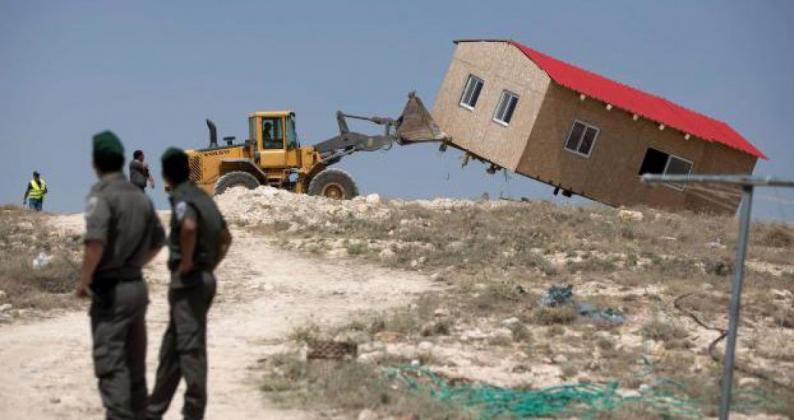 الاحتلال يخطر بإزالة منشآت سكنية واقتلاع أشجار زيتون في الأغوار