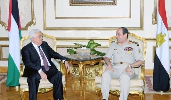 """السيسي """"يتبنى دحلان"""" ويطالب عباس بإعادته إلى فتح"""