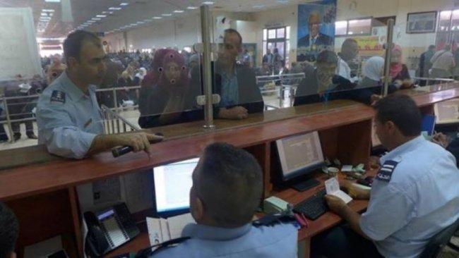الاحتلال يمنع 23 مواطنًا من السفر عبر معبر الكرامة