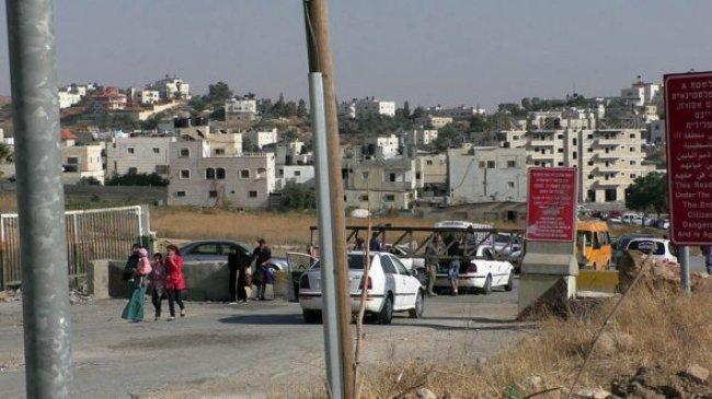 الاحتلال يغلق مدخل مخيم العروب شمال الخليل