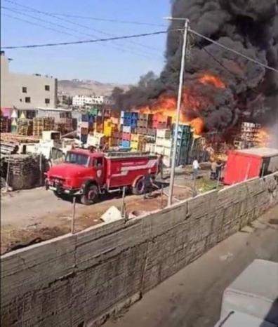 حريق ضخم بمستودعات سوق الخضار المركزي في نابلس