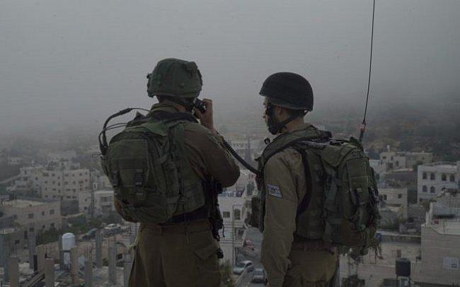 اعتقال 7 شبان خلال مداهمات واسعة في الضفة