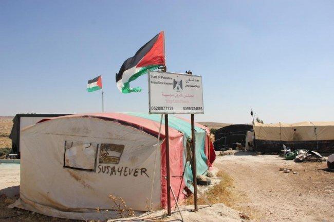 الاحتلال يعتدي على مركبة رئيس مجلس قروي سوسيا جنوب الخليل