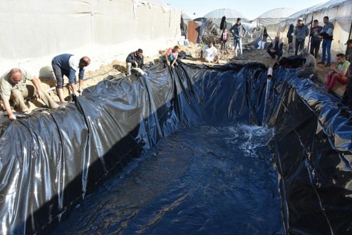 العمل الزراعي يبدأ تأهيل 30 بركة مياه بلاستيكية لمزارعي الدفيئات الزراعية بمحافظة رفح