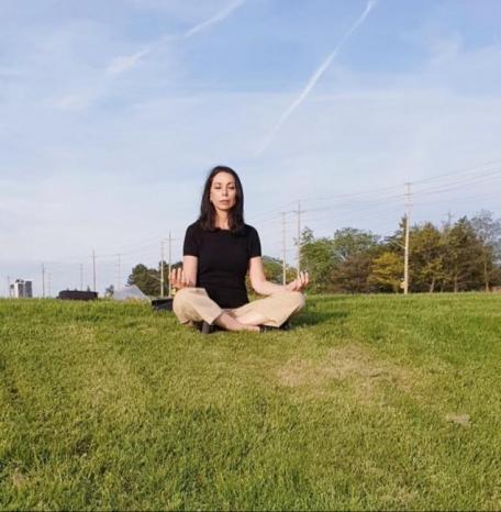 """مدرّبة من الأردن تدعو متابعيها لعيش مغامرة الولوج إلى الذات من خلال رياضة """"التأمل"""""""