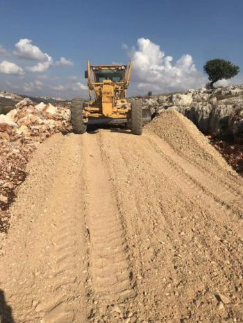 الإغاثة الزراعية وبلدية بروقين توقعان اتفاقية شق وتأهيل 1.5 كم طرق زراعية في بروقين