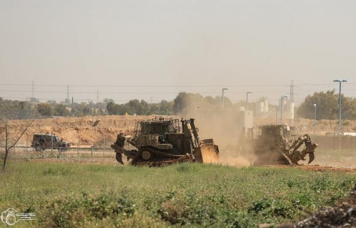 توغل محدود لجرافات الاحتلال وسط قطاع غزة