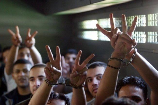 الأسرى في سجون الاحتلال ينفذون خطوات إسنادية للأسيرات