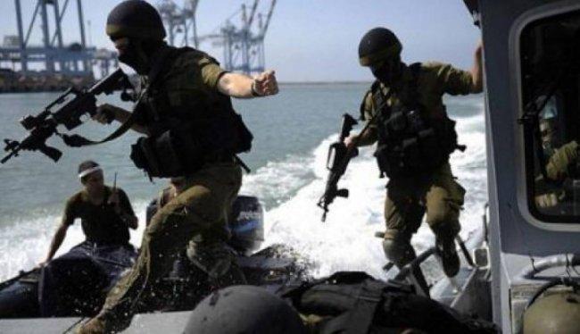 مراسلنا: بحرية الاحتلال تطارد مراكب الصيادين وتعتقل 10