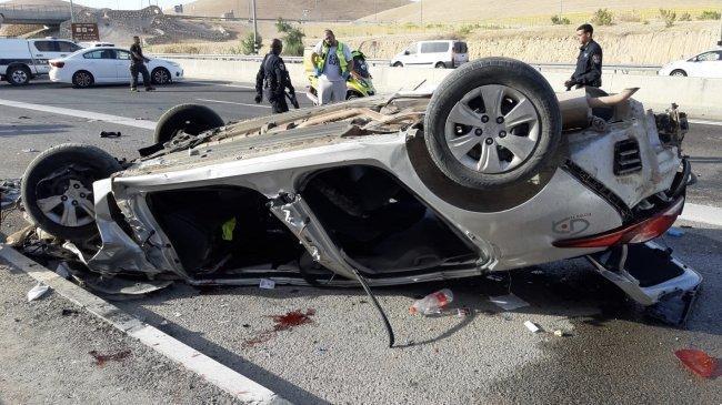 وفاة شخصين وإصابة آخر في حادث انقلاب مركبة على طريق اريحا