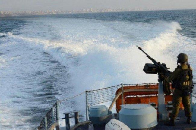 الاحتلال يصيب الصياد مراد الهسي قبالة سواحل غزة