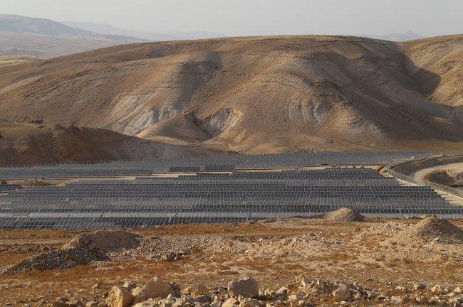 إطلاق المحطة الفلسطينية الأكبر للطاقة الشمسية من أدنى بقاع الأرض