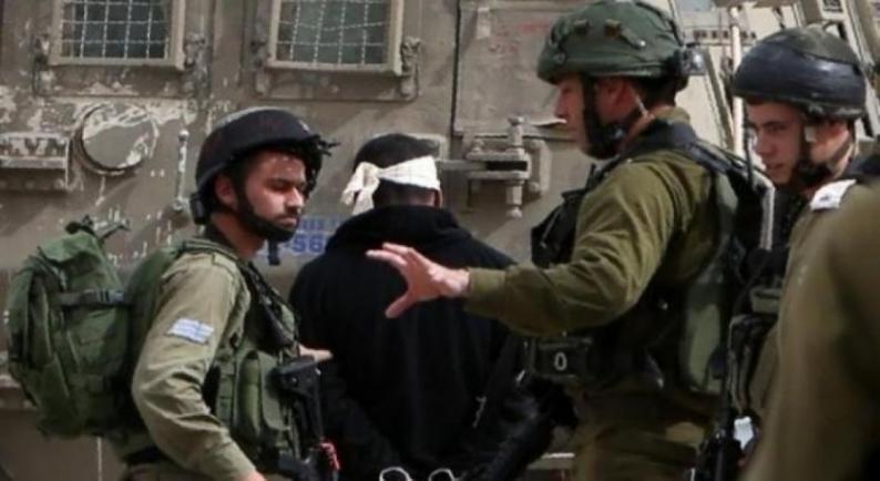 الاحتلال يعتقل الشاب نضال زكارنة على حاجز عسكري جنوب نابلس