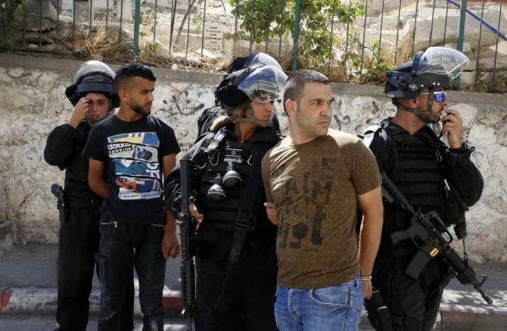 الاحتلال يعتقل مقدسيين ويصادر طرودا غذائية بالقدس