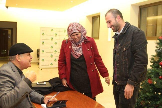 """علاء أبو عامر يوقع روايته """"كشتان"""" في متحف درويش"""