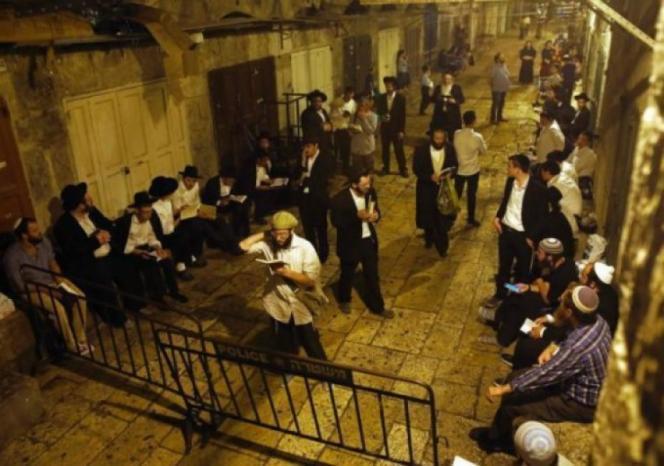 مستوطنون يؤدون طقوس تلمودية في مصلى المدرسة التنكزية قرب المسجد الأقصى