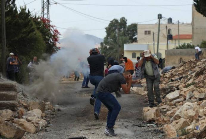 """حالات اختناق جراء قمع الاحتلال مسيرة """"كفر قدوم"""" الأسبوعية"""