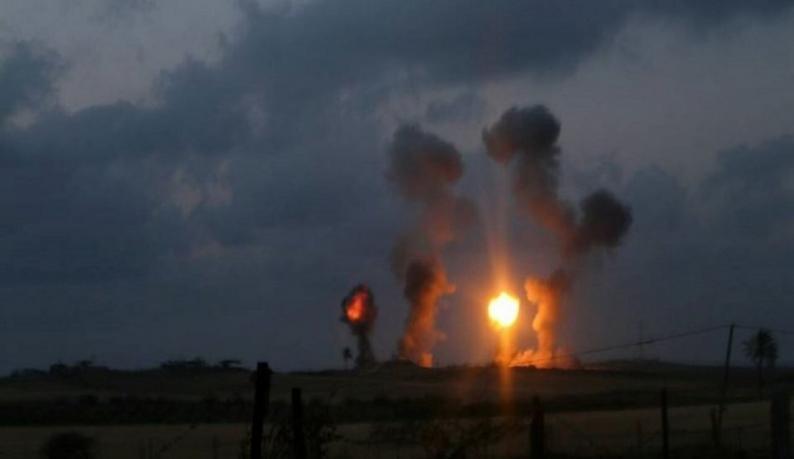 طائرات الاحتلال تقصف موقعاً جنوب قطاع غزة
