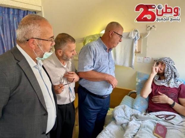 """صور .. وقفة لنصرة الأسير الغضنفر أبو عطوان أمام مستشفى """"كابلان"""" في الداخل المحتل"""