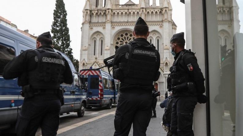 """الشرطة الفرنسية تتعامل مع """"حادث خطير"""" في مدينة ليون وأنباء عن إصابة أحد القساوسة"""