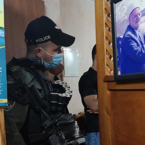 قوات الاحتلال تقتحم منزل الشيخ عكرمة صبري