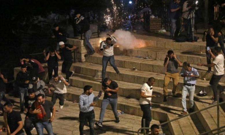 قوات الاحتلال تقتحم المسجد الأقصى فجرا