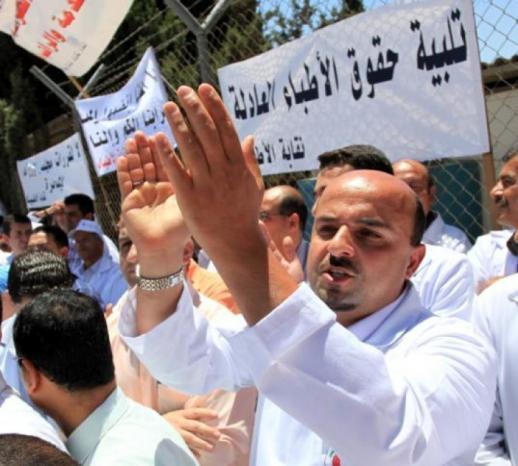 نقابة الأطباء لوطن: نيابة رام الله توقف النقيب شوقي صبحة واثنين من أعضاء مجلس النقابة والبدء بإخلاء جميع المستشفيات الحكومية