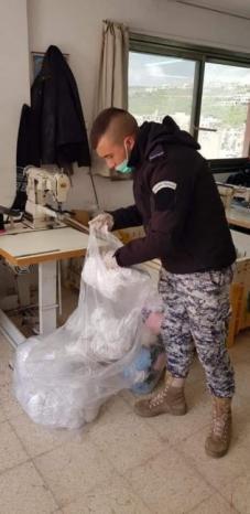 ضبط 500 كمامة طبية غير مرخصة في نابلس